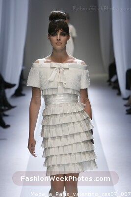 Valentino fashion designer on fashion week photos directory for Designer directory